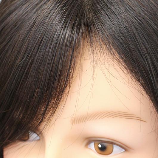 BEAUTY FITはフロント手植えなので毛の立ち上がりがあり、自然でふわっとした分け目になります。